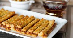 Allumettes aux anchois. A déguster froides ou tièdes à l'apéritif ou en accompagnement d'une soupe ou d'un potage. La recette par Chef Simon.