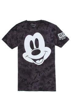 PacSun presents the Neff Mickey Smile Acid T-Shirt for men. This black acid wash men's t-shirt comes with an oversized Mickey graphic on front with a Neff logo on the sleeve. Acid wash tee with Neff graphic on front Crew neck Short sleeves Regular fit Machine washable 100% cotton Imported