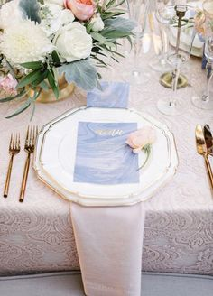 We're crazy about marble printed materials and menus are no exception. The natural pattern of the marble is a gorgeous compliment to bright white china.