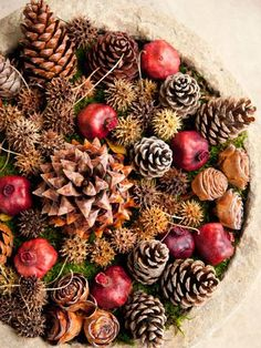 Natural Holiday Decor-Wow, something to do with the sweet gum tree seeds besides cursing them!