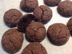 Kakaové moka kuličky - Víkendové pečení Cookies, Chocolate, Desserts, Food, Lemon, Crack Crackers, Tailgate Desserts, Deserts, Biscuits