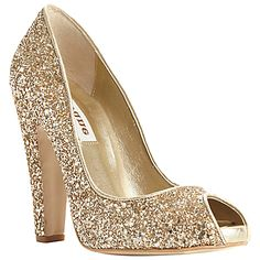 Gold wedding shoes | Glamorous Gold Wedding Shoes | Fashion Photos #saveoncrafts #dreamwedding