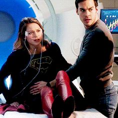When you go blurry for a second then when u see clearly again u want to punch the person in front of u that did it to u if that makes since Melissa Supergirl, Supergirl Tv, Supergirl And Flash, Chris Wood, Melissa Benoist, Superman, Supergirl Crossover, Kara And Mon El, Dc Comics