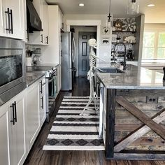 Thoughts On Practical Simple Kitchen Decor Inspiration Secrets - Kelly Knows Farmhouse Budget, Farmhouse Kitchen Decor, Modern Farmhouse, Rustic Kitchen Design, Diy Interior, New Kitchen, Kitchen Ideas, Tidy Kitchen, Functional Kitchen