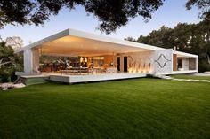 Conhecido pelos seus desenhos modernos, o arquiteto de Los Angeles Steve-Hermann concluiu a Glass Pavillion