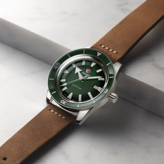 Bucherer presents the Captain Cook and the Golden Horse by Rado, perfectly blending the appeal of the original with new, modern charm. Swiss House, Golden Horse, Rado, Cool Watches, Icon Design, Fine Jewelry, Traditional, Crystals, Green
