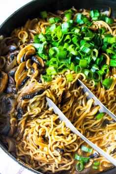 The quickest Mushroom Ramen (or Maggi) Noodles recipe that is so delicious, perfectly tossed in a simple Asian style sauce and so many mushrooms. Foods For Abs, Whole Food Recipes, Cooking Recipes, Maggi, Stuffed Mushrooms, Stuffed Peppers, Asian Recipes, Ethnic Recipes, Hoisin Sauce