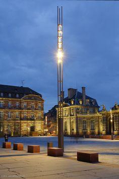STRASBOURG - Place du Château Maîtrise d'Ouvrage : CUS & Ville de Strasbourg Conception Lumière : L'Acte Lumière Paysagiste : Linder Paysage Bureau d'Etudes : Lollier Ingénierie Entreprises : Citéos / Bild & Sheer Fabricant des Supports : VALMONT  #Valmont #Eclairage # Public #Lumière #Lighting #Place #Light #Aménagement #Strasbourg #Sermeto Strasbourg, Street Light Design, Column Lights, Landscape Lighting, Light Decorations, Cn Tower, Lighting Design, Hammock, Ceiling Lights
