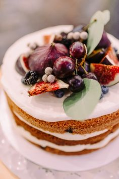 Making the wedding cake yourself? What you need to know about this… - Vegan Wedding Cake Gourmet Recipes, Cake Recipes, Vegan Recipes, Dessert Recipes, Desserts, Vegan Buttercream Frosting, Vegan Cream Cheese Frosting, Vegan Carrot Cakes, Vegan Cake