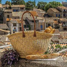 Belle journée amis et fans de notre belle Provence .....