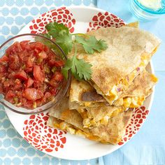 Easy Cheesy Chicken Quesadillas: ready in less than 20 minutes. Goat Cheese Stuffed Chicken, Spinach Salad With Chicken, Cheesy Chicken, Cooked Chicken, Mexican Dishes, Mexican Food Recipes, Ethnic Recipes, Mexican Meals, Mexican Chicken