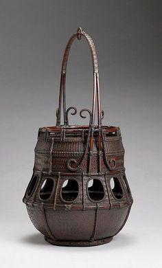 Hanakago (flower arranging basket) by Tanabe Chikuunsai (Japanese) Bamboo Art, Bamboo Crafts, Weaving Art, Hand Weaving, Rattan, Wicker, Japanese Bamboo, Bamboo Basket, Basket Weaving