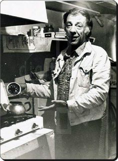 Münir Özkul bizi çay içmeye davet ediyor... (1970'ler) ♥♥♥ Film Movie, Movies, Video Film, Past Life, Turkish Actors, Old Photos, Behind The Scenes, Nostalgia, Cinema
