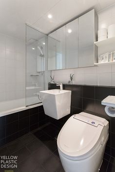 아이들을 위해 비워지고 채워진 공간 위치 : 강남구 도곡렉슬 아파트 주거 형태 : 아파트 면적 : 143㎡ (43... Washroom, Dressing Room, Powder Room, My House, Toilet, Shower, House Styles, Furniture, Rest Room