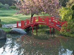 Le pont du Jardin Japonais de Compans Cafarelli Toulouse - France