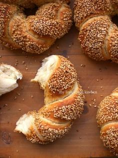 Greek Politiko Simiti / Koulouri (Braided Bread Rings Coated with Grape-Must Syrup and Sesame Seeds) by My Little Expat Kitchen Turkish Recipes, Greek Recipes, Wine Recipes, Baking Recipes, Dessert Recipes, Greek Sweets, Greek Desserts, Simit Recipe, Greek Bread