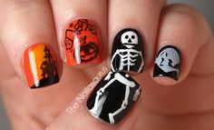 super creative idea to have skeleton on two nails