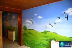 Muurschildering landschap met zwaluwen
