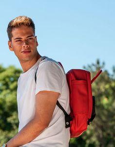 mochila-roja-bolsillo-azul-2 Sling Backpack, Back To School, Backpacks, Bags, Fashion, Shopping, Red, Blue, Black