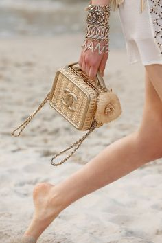 d9d70aac04699 Chanel Spring 2019 Ready-to-Wear Collection - Vogue Fashion Week, Fashion  Bags
