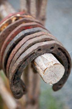 Hoefijzers die had ik ooit gevonden in mijn achtertuin toen ik deze omspitte...jaren geleden!