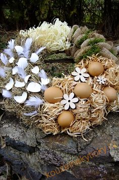 Easter Wreath - Easter in the Village- Věnec velikonoční – Velikonoce na vsi Diy Easter Decorations, Flower Decorations, Christmas Decorations, Easter Gift, Easter Crafts, Easter Wreaths, Christmas Wreaths, Diy Osterschmuck, Easter Flowers