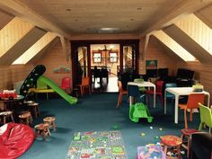 Located inside of Landgoed Brunssheim - EuroParcs, the restaurant has a playroom upstairs and playgrounds outside.  Ideal for a meal or snack/coffee.