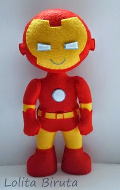 Iron Man in felt for parties decoration Felt Crafts Patterns, Fabric Crafts, Felt Fabric, Fabric Dolls, Iron Man, Man Crafts, Felt Christmas Ornaments, Felt Diy, Felt Dolls