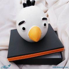 Angry Birds Kumbara Tasarım Kutu Kutu özellikleri: 14x14x3,5cm siyah dokulu kağıt sıvama kutu Biblo özellikleri: 9x11cm porselen kumbara Satın almak için www.atolyemira.com sayfasını ziyaret edebilirsiniz