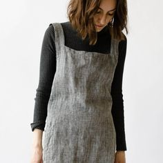 Sure to become your favourite apron! Just as good outdoors in the garden as it is in the kitchen. Slip it over your head and it will nicely drape into a criss-cross fit along the back. A little mor...