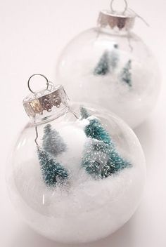 Whether you're making some handmade holiday gifts for your friends and family, or DIY decorations for your home, Christmas crafts have a bit of extra magic. One of my favorite things to make during the holidays are easy DIY ornaments. Noel Christmas, Christmas Baubles, Winter Christmas, Diy Christmas Ornaments, Holiday Crafts, Christmas Decorations, Homemade Ornaments, Diy Natal, Navidad Diy