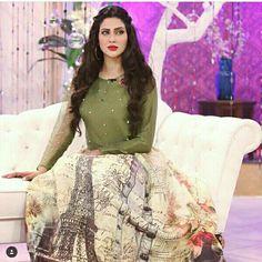 How beautiful fiza ali look in printed skirt
