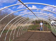 Les jardins de Christelle: Une serre-tunnel faite maison pour pas cher!