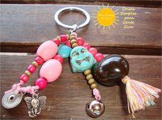 Porta chaves místico, em tons de azul e rosa.