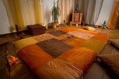 Create the right atmosphere for a successful tantric massage: www. Headache Relief, Decoration, Comforters, Color Schemes, Success, Blanket, Create, Bed, Modern