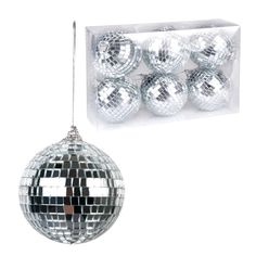 Cuelga estas pequeñas bolas de disco para decorar tu fiesta años 80 - de www.fiestafacil.com, €8,45 para 6 / Hang these mini disco balls for a sparkly 80s party decoration, from www.fiestafacil.com