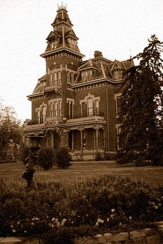 Vaile Mansion, Independence, MO - inspiration for my haunted house in Sole Possession. - sepia by photoguyinmo, via Flickr #romance #books #ghosts