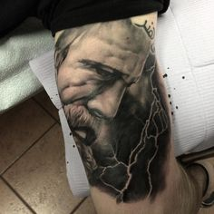 Quick touch up to finish off this Zeus statue piece today at @adrenalinetoronto by: @sinners4saints