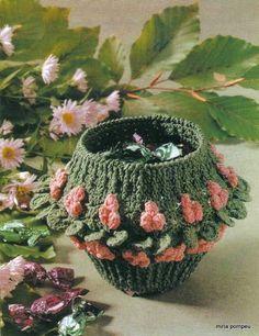 crochet pattern sale: مجلة انتيكات -  ديكورات - تحف كروشيه بالباترون Crochet Bowl, Crochet Hats, Crochet Baskets, Rubrics, Little Ones, Crochet Earrings, Crochet Patterns, Beanie, Crafts
