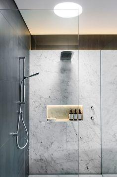 Strip lighting in niche. An elegantbathroom - desire to inspire - desiretoinspire.net
