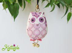 """Eule """"Hedwig"""" (nr. 036) – ein dekoratives Accessoire für zu Hause oder als Anhänger, z.B. an Taschen – und natürlich als Glücksbringer. Egal ob für dich oder als Aufmerksamkeit für einen lieben Menschen – Hauptsache, sie macht glücklich!"""