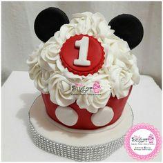 Megacupcake mickeymouse pinksugar#pinksugar #cupcakes  #barranquilla #pasteleria #reposteriacreativa #tortas #fondant #reposteriabarranquilla #happybirthday  #vainilla  #cake #baking  #galletas #cookies  #buttercream #vainilla  #oreo  #cupcakesbarranquilla #brownie #brownies #chocolate #mickeymouse