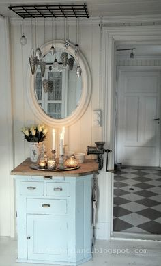 Shabby Chic hallway with checkerboard floor