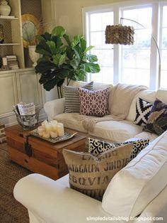 http://4.bp.blogspot.com/-Sc2GqiWQs2k/UsZkNKt7yZI/AAAAAAAAOt0/7As3yOmC9rk/s1600/cozy+family+room+with+ikea+ektorp+sectional.JPG