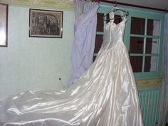 Robe de mariée avec voile et jupon d'occasion