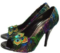 ERMAGERD peacock pumps!  I wonder how difficult it would be do DIY this look with a cheapie pair of heels...