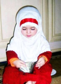 muslim (I hope she comes from a tender/loving Muslim family, most Muslims are not bad, we just see the worst. I hope the bad apples are removed from our country, send them back, let them fight their own wars) Cute Little Baby, Baby Kind, Cute Baby Girl, Little Babies, Baby Love, Cute Babies, Baby Baby, Beautiful Children, Beautiful Babies