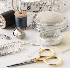 Sewing kit gift mason jars New Ideas Sewing Art, Sewing Tools, Love Sewing, Sewing Notions, Hand Sewing, Sewing Crafts, Sewing Projects, Sewing Basics, Sewing For Beginners