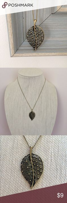 Antique Bronze Leaf Necklace Antique bronze leaf necklace. Extender chain. Minor tarnishing on clasp. Jewelry Necklaces