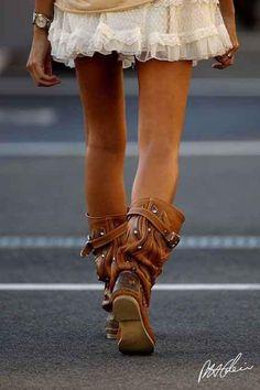 The Stylish Gypsy Mode Hippie, Mode Boho, Hippie Chic, Boho Chic, Fashion Boots, Boho Fashion, Autumn Fashion, Botas Boho, Head Over Boots